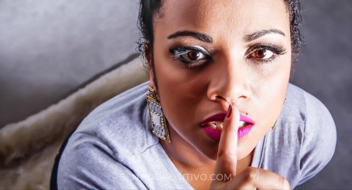 Callarse: 10 momentos en los que necesitas estar callado