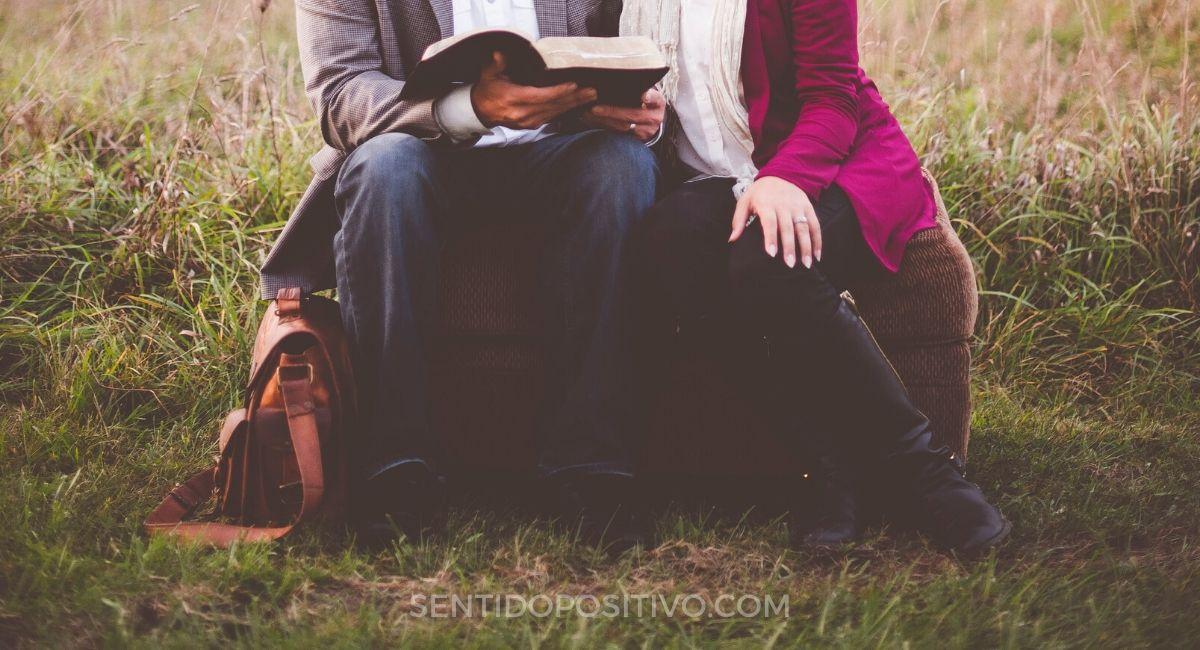 Las formas de sentarse revelan algo sobre tu personalidad