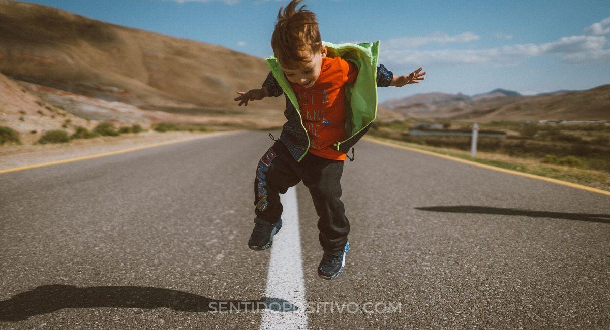 Niños felices: 10 cosas que hacen a los niños más felices