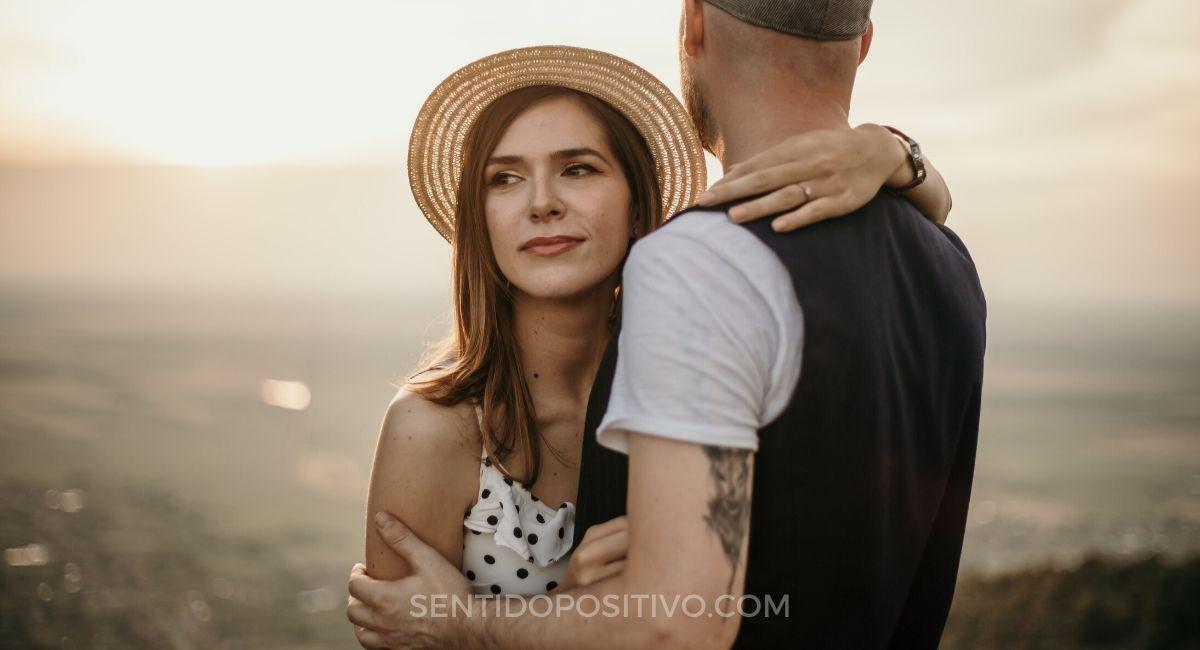 Enamoramiento: 7 señales de que está enamorado de ti, aunque no lo diga