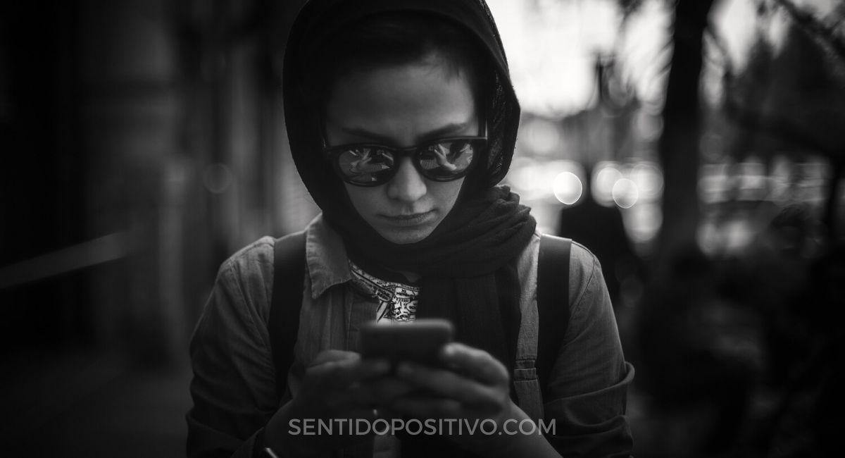 Frases de psicología: 7 lecciones psicológicas muy cortas que te harán ver detrás de la máscara de todos