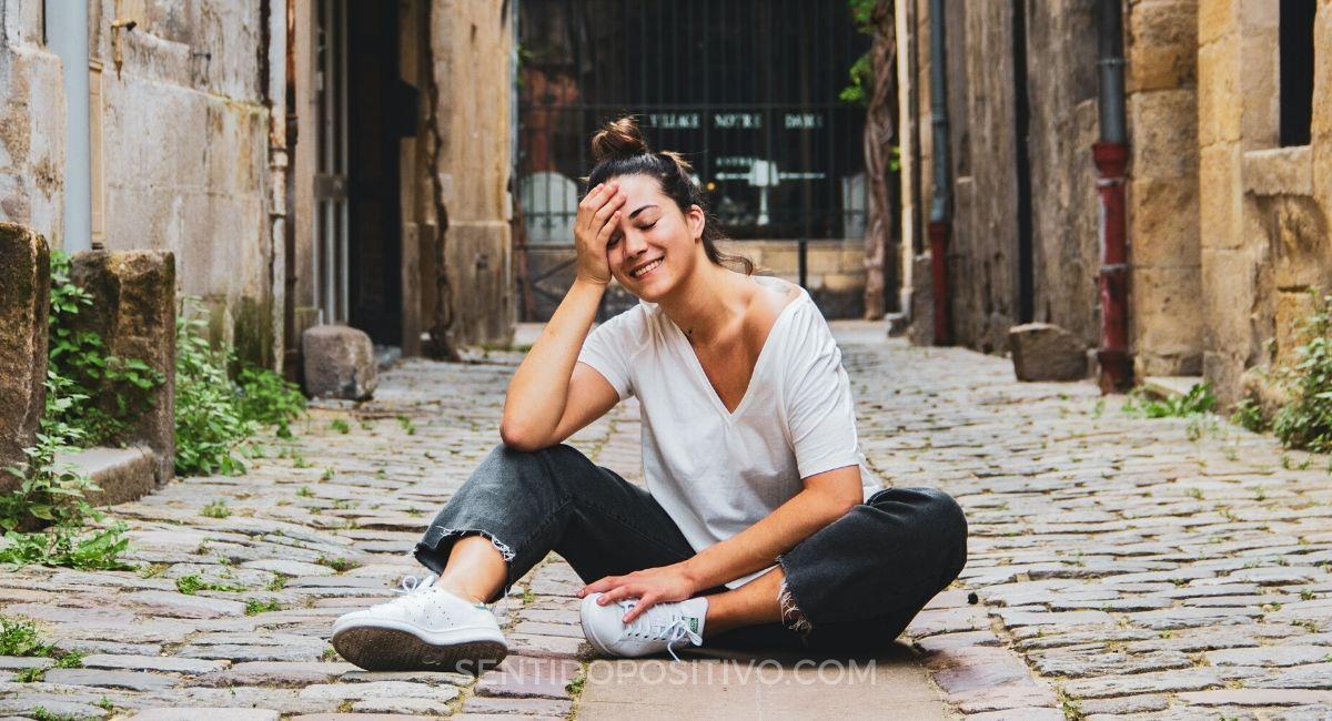 Cómo ser más positivo: 10 Maneras de mantenerte positivo en un mundo negativo